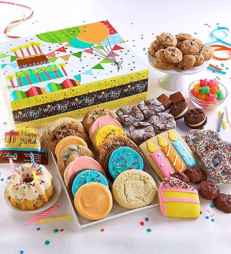 festa na caixa com muitos doces -cookies Foto Pinterest