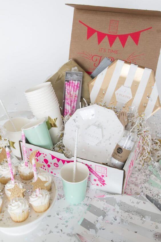 Festa na caixa com cupcakes e detalhes lindos