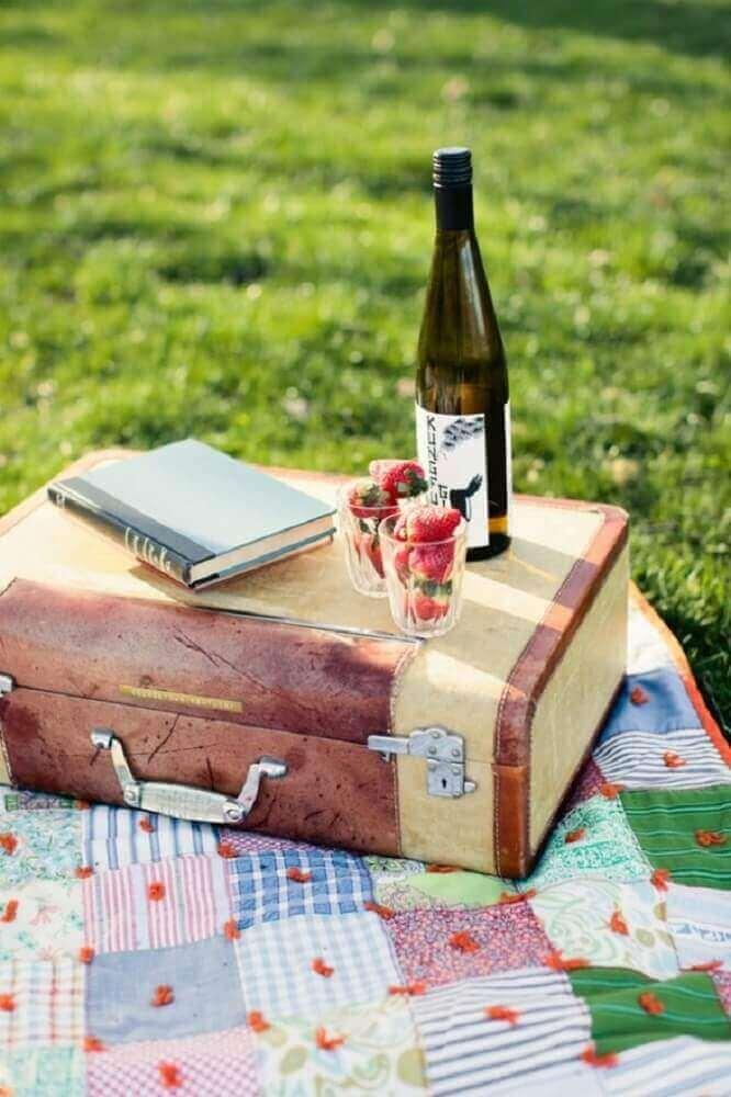 festa na caixa em formato de maleta para picnic