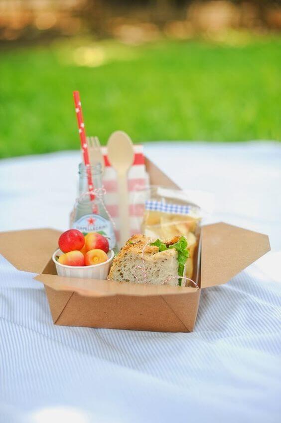 Festa na caixa para um picnic