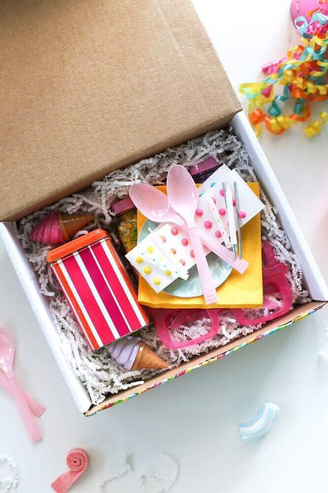 festa na caixa para amiga - Foto Salty Canary