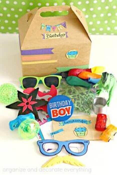 itens divertidos para festa na caixa infantil - Foto Pinterest