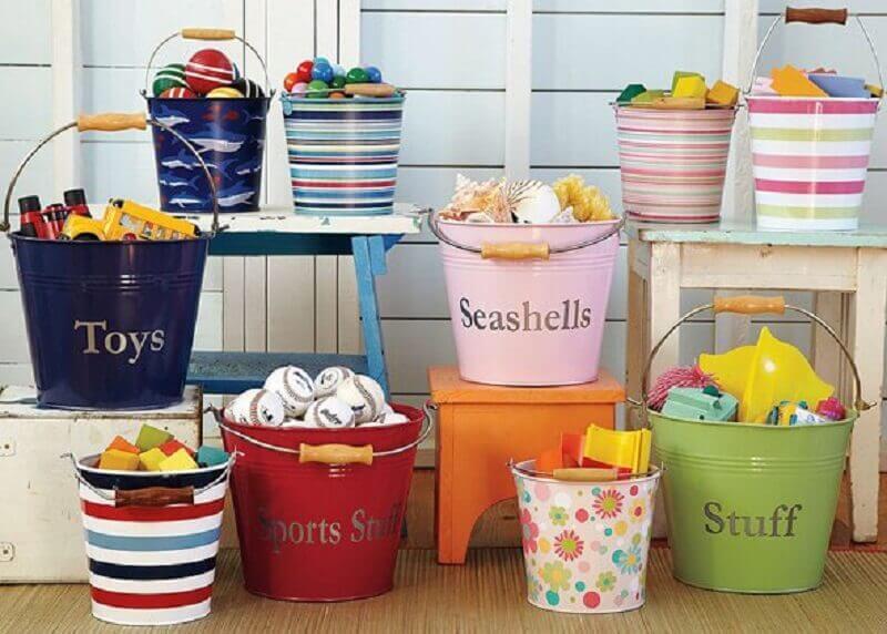 baldes decorados para organização de brinquedos Foto Embarazo10