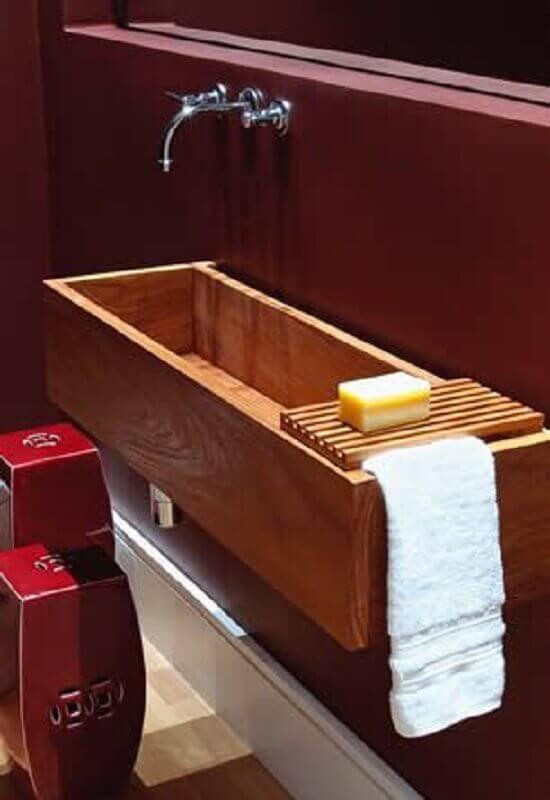 lavabo com cuba esculpida em madeira Foto Pinterest