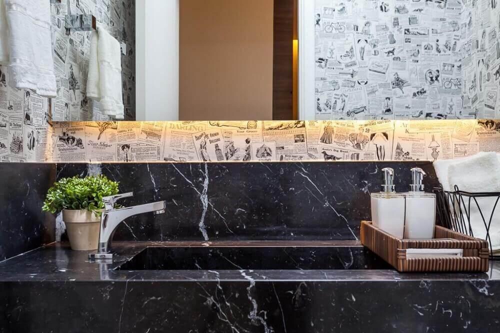 lavado decorado com pia esculpida em mármore preto Foto Raduan Arquitetura