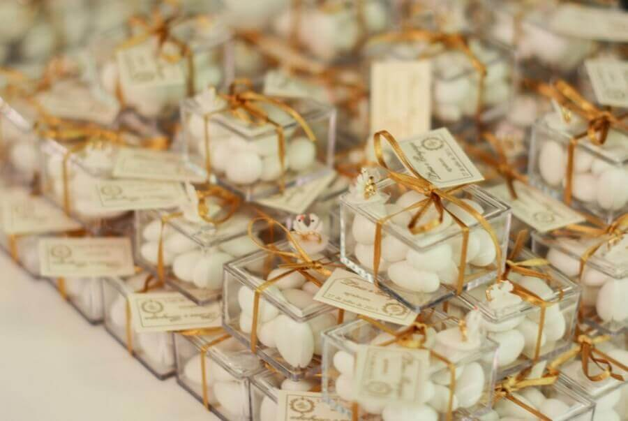 lembrancinhas de festa feita com caixinhas de acrílico decoradas  Foto Mila Luz