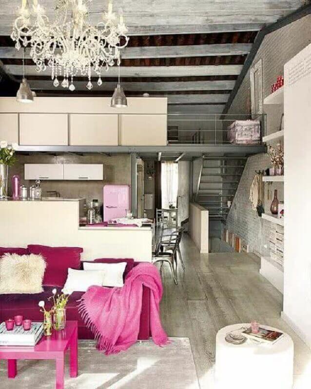 loft industrial decorado com detalhes em cor de rosa Foto Pinterest