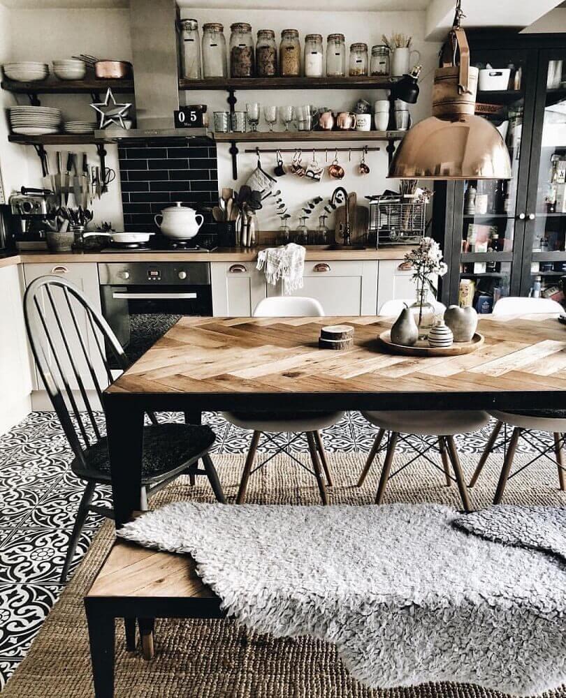 mesa de madeira para cozinha com estilo hygge Foto Stapico