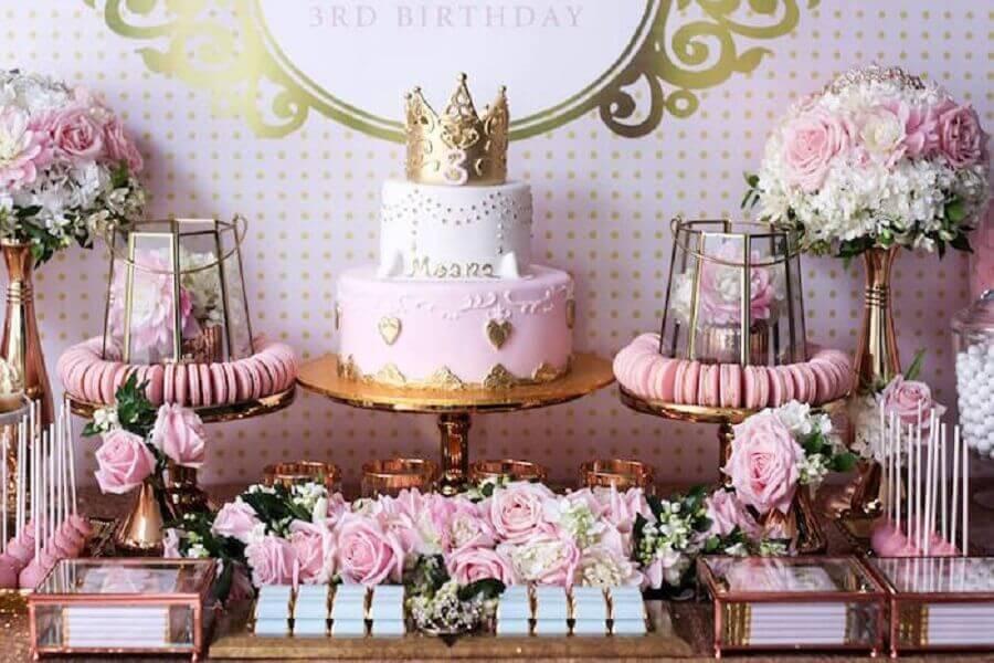 mesa decorada para festa de 15 anos com tema princesa
