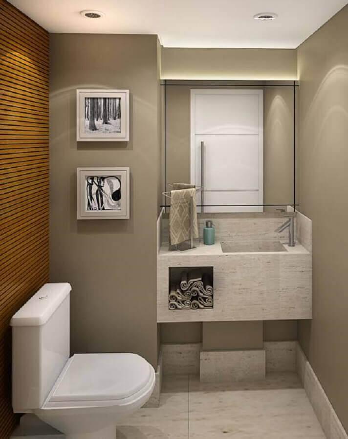 parede revestida de madeira para lavabo pequeno decorado com pia esculpida em porcelanato Foto Home Decoo