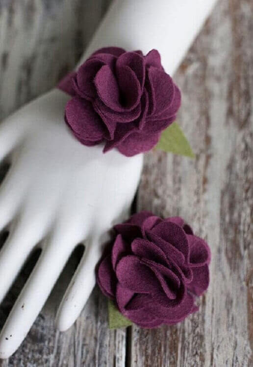 pulseira com rosa de feltro