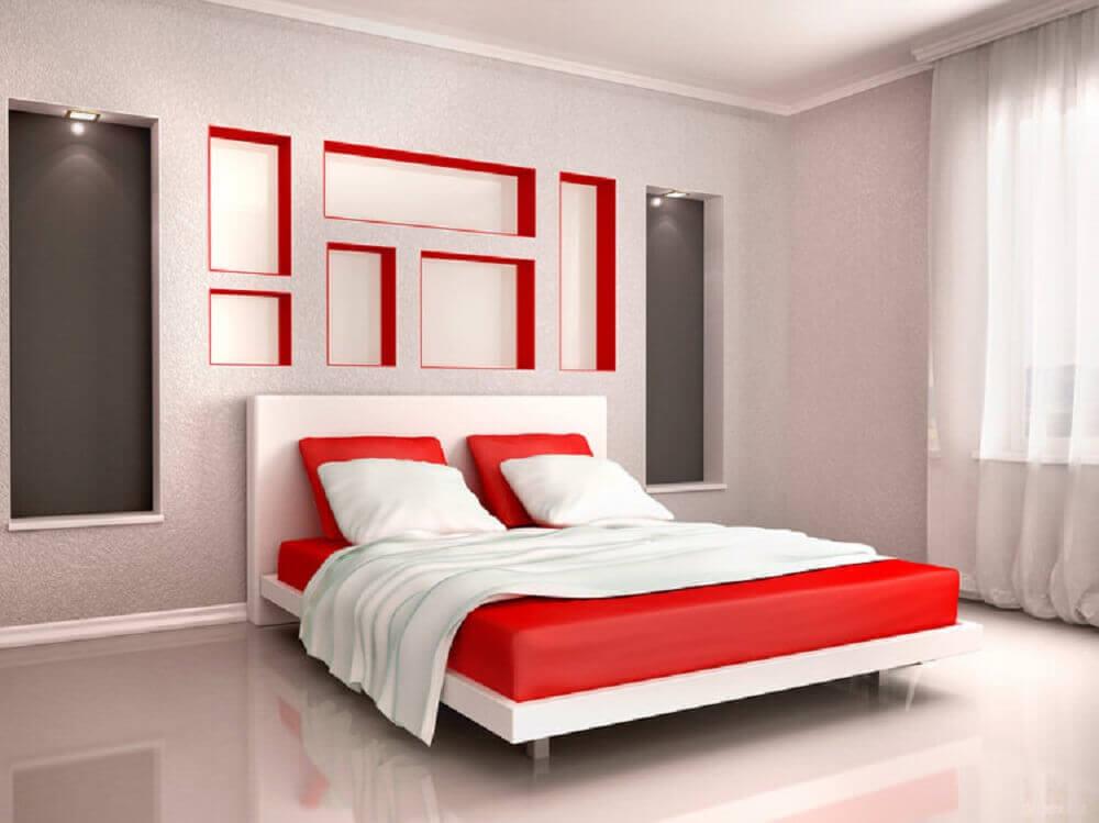 quarto branco com detalhes em vermelho para decoração - Foto InteriorCharm