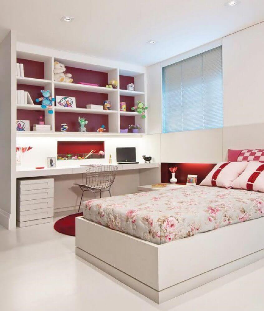 quarto de solteiro decorado nos tons de branco e vermelho - Foto Cucine Ikea
