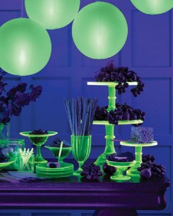 Surpreenda os convidados com uma decoração de festa neon incrível