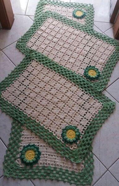 tapete de crochê para cozinha - tapete bege e verde com flores