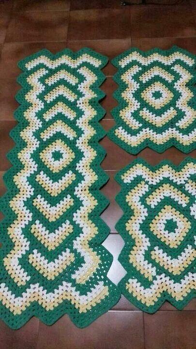 tapete de crochê para cozinha - tapete verde listrado