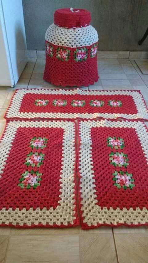tapete de crochê para cozinha - tapete vermelho com detalhes brancos