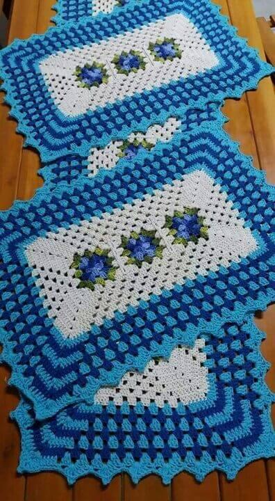 tapete de crochê para cozinha - tapetes azuis com flores