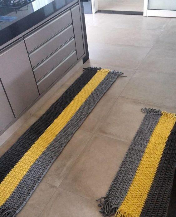 tapete de crochê para cozinha - tapetes listrados amarelo e cinza