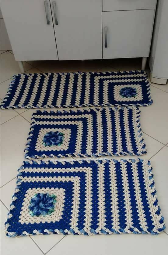 tapete de crochê para cozinha - tapetes listrados azuis