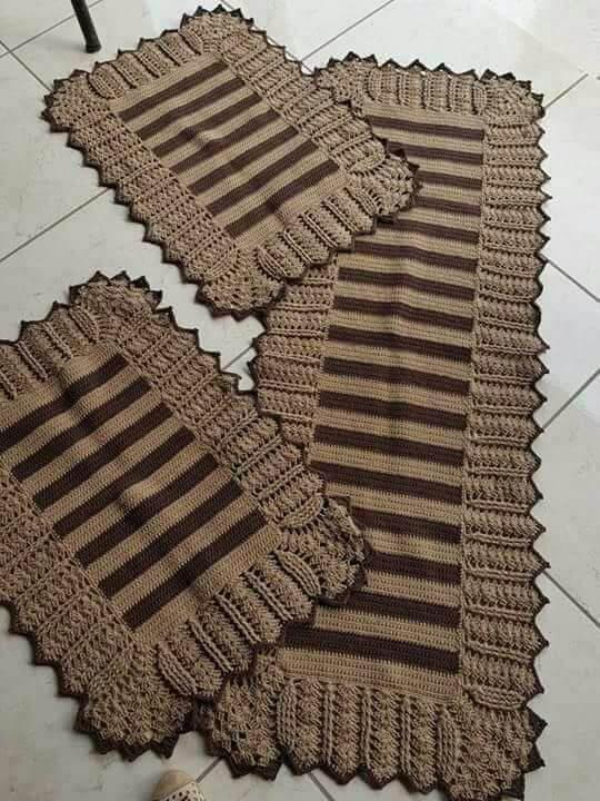 tapete de crochê para cozinha - tapetes marrons com listras