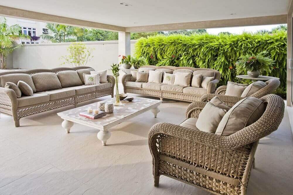 varanda sofisticada decorada com sofá de vime Foto Conceição Barbosa