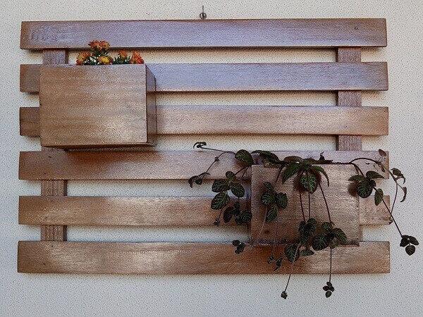 Artesanatos em geral de madeira para colocar planta na parede