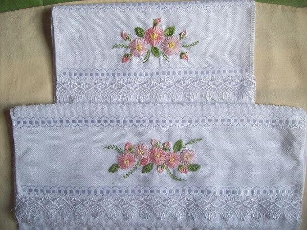 Artesanatos em geral em roupas de banho