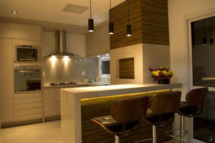 Bancada de granito entre cozinha e sala Projeto de Elevo Arquitetura