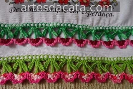 Bico de crochê para pano de prato com florzinhas Foto de Artes da Cata