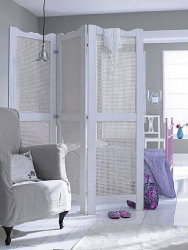 Biombo em decoração de quarto grande