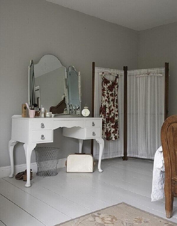 Biombo em quarto decora o ambiente