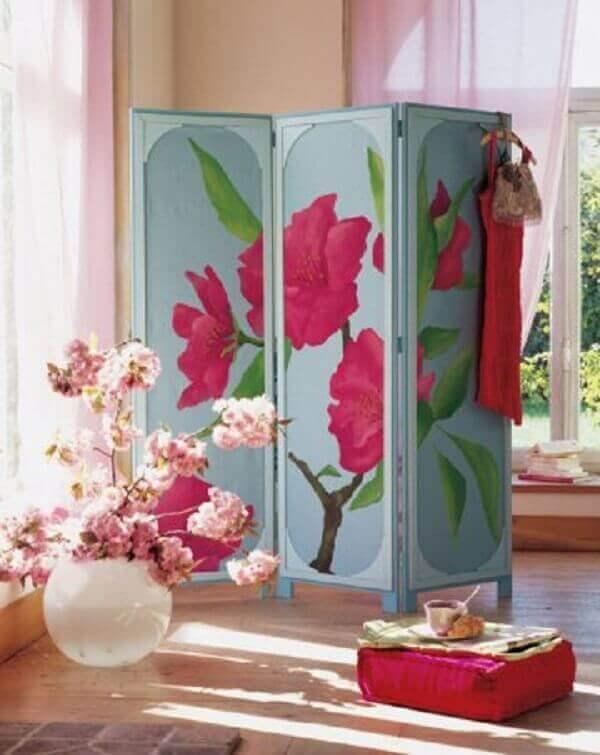Biombo para dividir sala e servir como closet