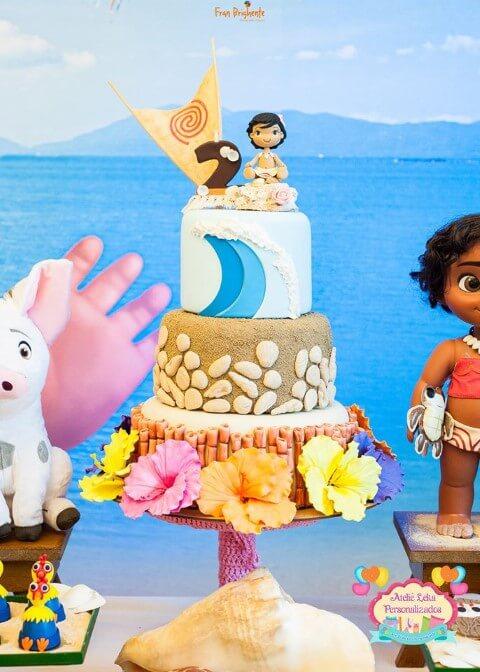Bolo com tema praia em festa Moana Foto de Ateliê Leka Personalizados