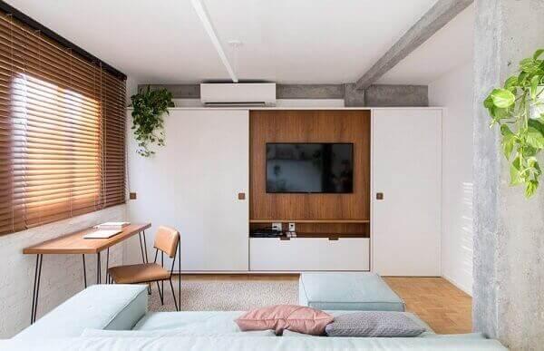 Como decorar uma sala com Armário e TV embutida