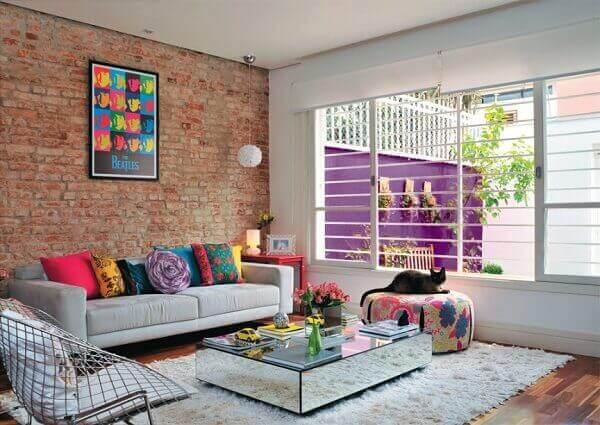 Como decorar uma sala com parede de tijolinhos