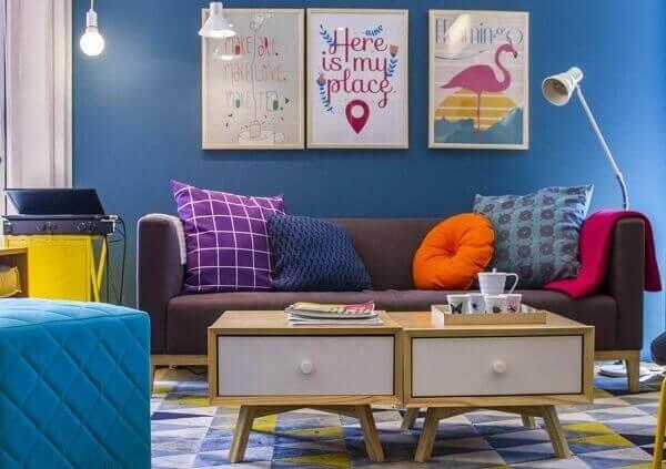 Como decorar uma sala com pintura na parede e quadros