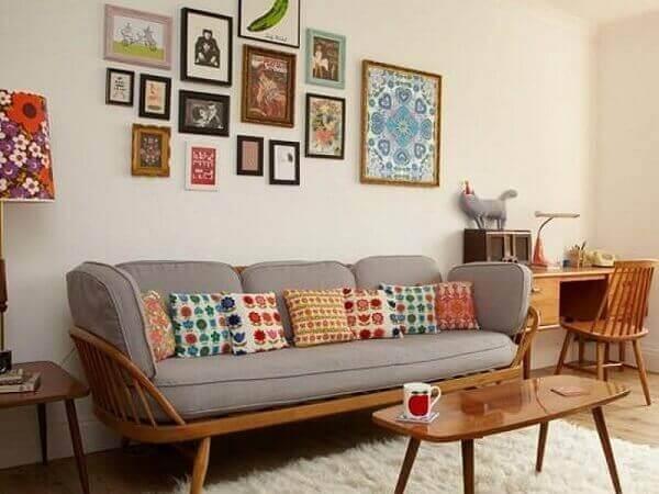 Como decorar uma sala com sofá cinza