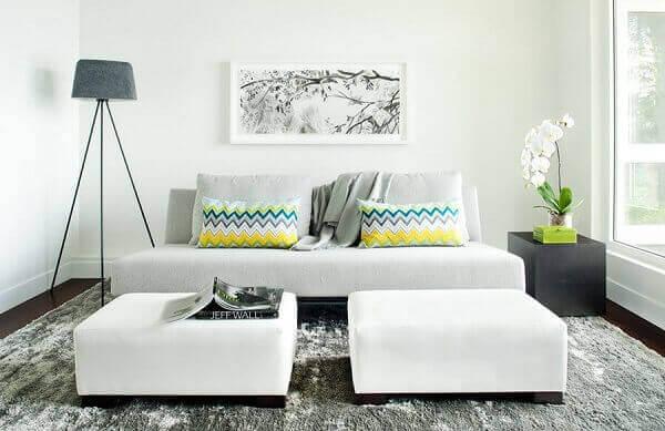 Como decorar uma sala com sofá sem braço