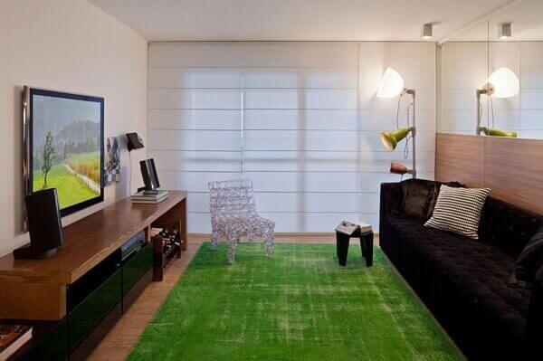 Como decorar uma sala com tapete verde