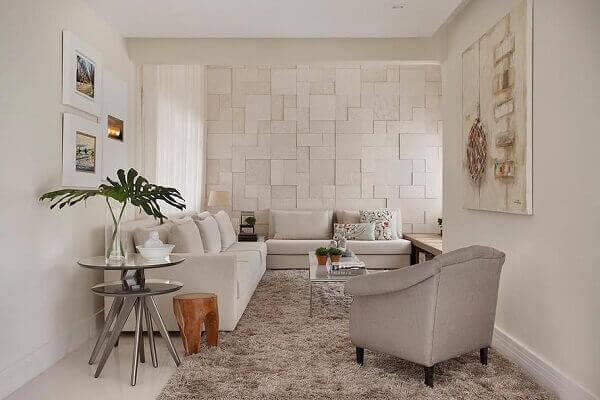 Como decorar uma sala de estar com tapete Felpudo e Poltrona