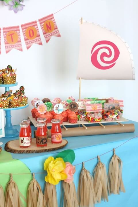 Cupcakes temáticos em festa Moana Foto de Pinterest