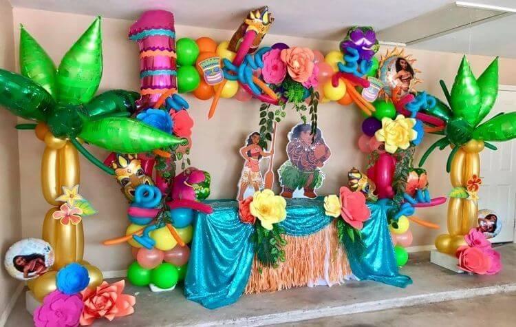Decoração com balões em festa Moana Foto de Pinterest