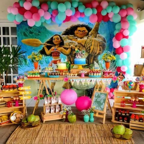Decoração de festa Moana com painel de pallet Foto de Pinterest