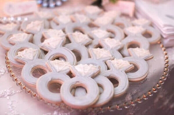 Engagement decoration cookies in alliance format