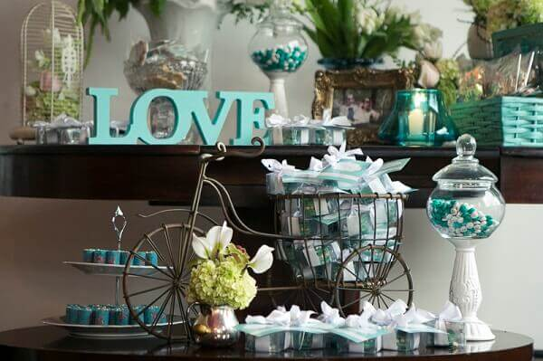 Engagement decoration with souvenirs in the bike basket