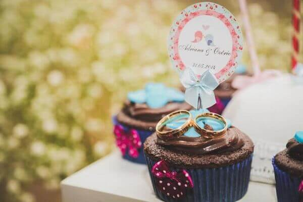 Engagement decoration cupcakes