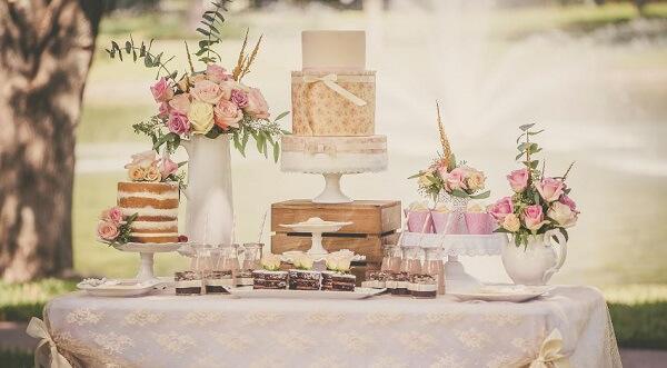 Decoração de noivado estilo rústico