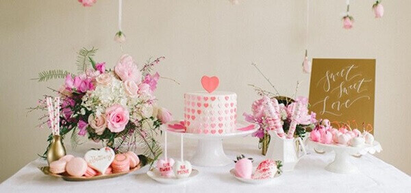 Engagement table for cake decoration