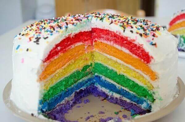 Decoração dia das crianças bolo de arco íris